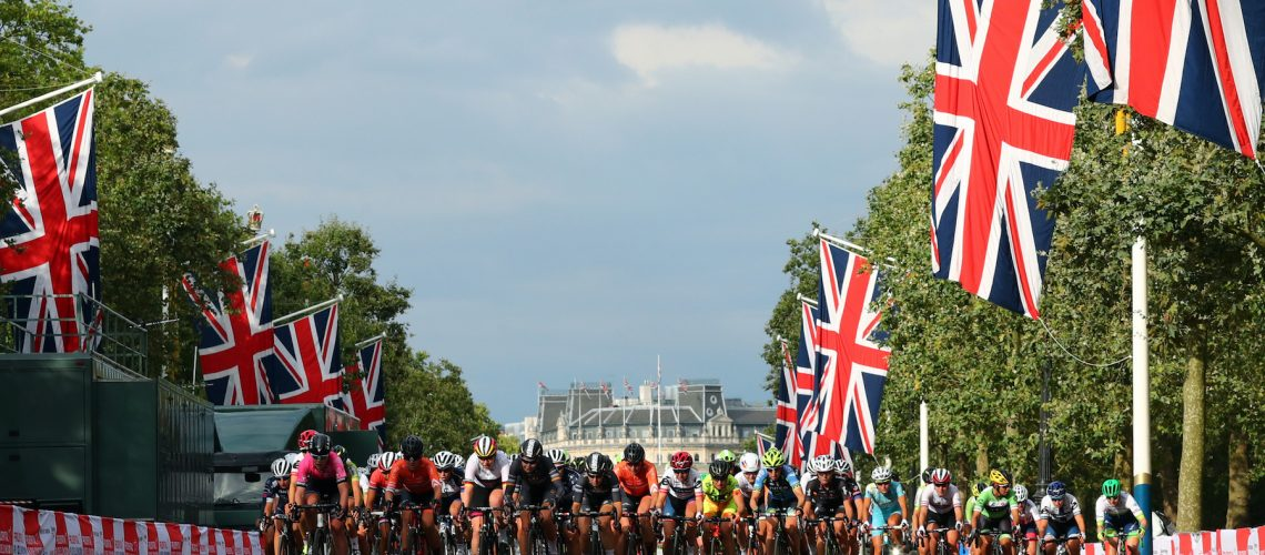 LONDON UK 30TH JULY 2016:  The Mall. The Prudential RideLondon Classique elite womens' race. Prudential RideLondon in London 30th July 2016  Photo: Eddie Keogh/Silverhub for Prudential RideLondon  Prudential RideLondon is the worldís greatest festival of cycling, involving 95,000+ cyclists ñ from Olympic champions to a free family fun ride - riding in events over closed roads in London and Surrey over the weekend of 29th to 31st July 2016.   See www.PrudentialRideLondon.co.uk for more.  For further information: media@londonmarathonevents.co.uk